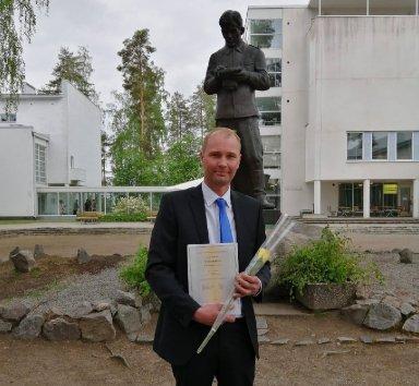 Haastattelussa maajoukkueen päävalmentaja Aleksi Peltonen